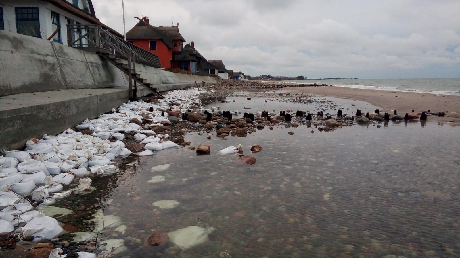 Nach dem Hochwasser am 09.01.2019 sind die Villen auf dem Graswarder nun völlig ungeschützt